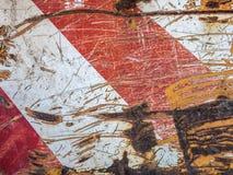 Grungy verrostetes rotes und weißes Warnzeichen Lizenzfreie Stockfotos