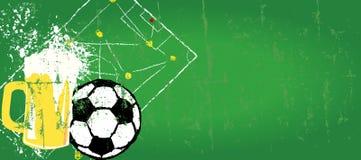 Grungy Voetbal en bierontwerpmalplaatje vector illustratie