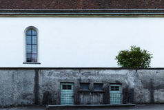 Grungy yttre vägg av en byggnad Arkivbild