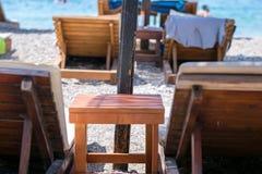 grunt f?lt f?r strandstolsdjup mycket royaltyfri fotografi