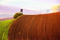 Grunt orny w wiośnie Łowiecki pudełko w Moravia wzgórzach obrazy royalty free