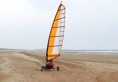 Gruntowy żeglowanie na plaży w wiośnie fotografia stock