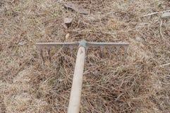 Gruntowy przygotowanie intymna fabuła dla zasadzać świeżej trawy obrazy royalty free