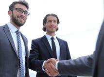 Grup biznesowych powitań partner z uściskiem dłoni Fotografia Stock