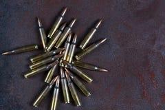 Grupa amunicje na rdzewiejącym metalu 223 rem Fotografia Stock