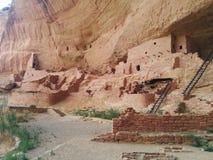 Grupa antyczne ruiny z drabinami przy mesy Verde parkiem narodowym zdjęcia royalty free