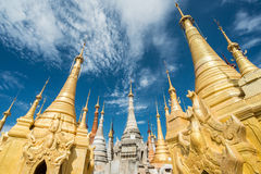 Grupa antyczny pagodowy zwany Shwe Indein lokalizować w wiosce blisko Inle jeziora Myanmar Obrazy Royalty Free