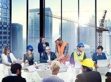 Grupa architekta i inżyniera dyskusja zdjęcia royalty free