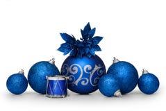 Grupa błękitne boże narodzenie piłki odizolowywać na białym tle Fotografia Royalty Free