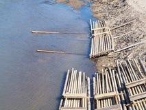 Grupa bambusowa tratwa w rzece Fotografia Stock