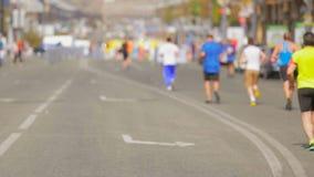 Grupa biegacze biega koniec na miasto maratonu dniu zbiory