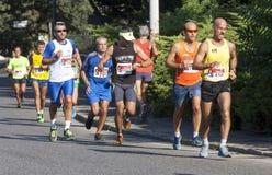 Grupa biegacze na drodze zdjęcia royalty free