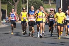 Grupa biegacze na drogowym (głód Biega 2014, FAO/WFP) zdjęcia stock