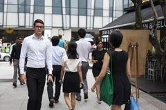 Grupa biznesmeni Krzyżuje ulicę Zdjęcie Stock