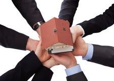 Grupa biznesmeni Trzyma modela dom Zdjęcie Stock