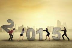 Grupa biznesmeni układa liczbę 2015 Fotografia Stock