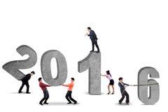 Grupa biznesmeni układa liczby 2016 Obraz Stock
