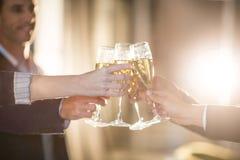 Grupa biznesmeni wznosi toast szkła szampan obraz stock