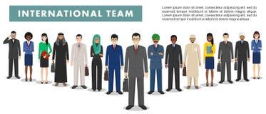 Grupa biznesowi mężczyzna i kobiety, pracujący ludzi stoi wpólnie na białym tle Biznes praca zespołowa i drużyna ilustracji