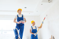 Grupa budowniczowie z narzędziami indoors Obraz Royalty Free