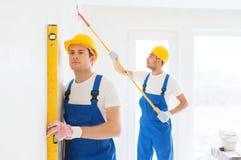 Grupa budowniczowie z narzędziami indoors Fotografia Stock