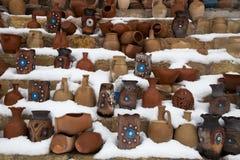 Grupa ceramiczni starzy naczynia przy śniegiem Obrazy Royalty Free