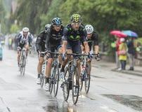Grupa cykliści Jedzie w deszczu - tour de france 2014 Zdjęcie Royalty Free