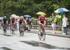 Grupa cykliści Jedzie w deszczu Fotografia Stock