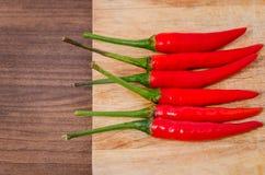 Grupa czerwony świeży chili na ciapania drewnie Obraz Stock