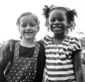 Grupa dzieci jest w Śródpolnymi wycieczkami zdjęcia stock