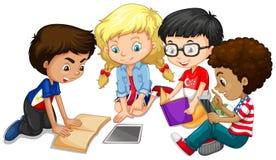 Grupa dzieci robi pracie domowej ilustracja wektor