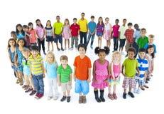Grupa dzieci Stoi okrąg fotografia royalty free