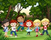 Grupa dzieci w lesie royalty ilustracja