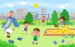 Grupa dzieciaki bawić się przy boiskiem Zdjęcie Stock