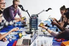 Grupa elektronicznego technika warsztat obraz stock