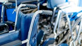 Grupa falcowanie wózek inwalidzki w szpitalu zdjęcia royalty free