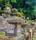 Grupa japończyka kamienia lampiony Zdjęcia Stock