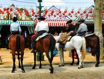 Grupa jeźdzowie przy jarmarkiem w Sevilla, Andalusia, Hiszpania Obrazy Stock