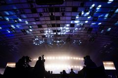 Grupa kamerzyści pracuje podczas koncerta fotografia royalty free
