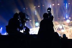 Grupa kamerzyści pracuje podczas koncerta obraz stock