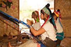 Grupa Kayan Lahwi dziewczyna wyplata Fotografia Stock