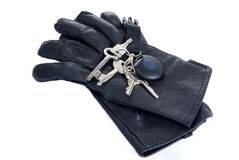 Klucze na czarnych rzemiennych rękawiczkach odizolowywać Fotografia Stock