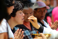 Grupa kobiety oczekuje communion Zdjęcia Stock
