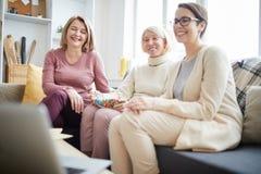 Grupa kobiety Ogląda wideo obraz royalty free