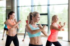 Grupa kobiety pracujące w gym out Zdjęcie Royalty Free