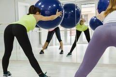 Grupa kobiety Robi Pilates Fotografia Royalty Free