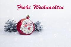 Grupa kolorowa Bożenarodzeniowa piłka z rysunkiem Święty Mikołaj i sosny z tekstem w Niemiecki ` Frohe Weihnachten ` zdjęcie royalty free