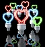 Grupa kolorowe fluorescencyjne lampy, serce kształtujący, czerwień, błękit, zieleni łuna, 3d rendering na ciemnym tle ilustracji