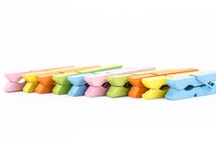 Grupa kolorowi drewniani clothespins fotografia stock