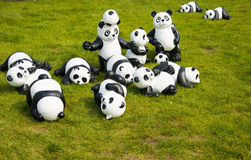 Grupa kreskówek pandy na gazonie, Fotografia Royalty Free